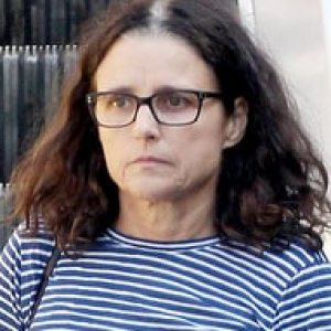 julia louis dreyfus steps out for first time since cancer
