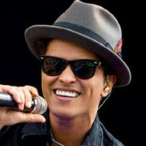 4163cd864 The Truth About Bruno Mars - ZergNet