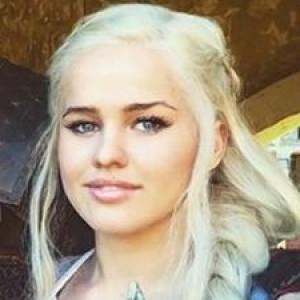 Meet emilia clarkes stunning game of thrones body double zergnet meet emilia clarkes stunning game of thrones m4hsunfo